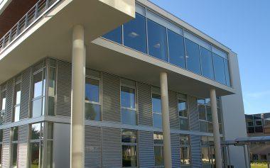 Savoir faire : mur rideaux grille - persiennes coulissantes - chassis composés